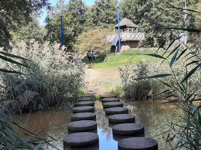 De Matenschans is op verschillende manieren over het water te bereiken.