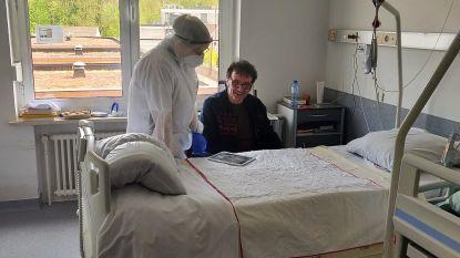 Muzikanten verlichten lockdown patiënten en personeel MS Center met dagelijks streepje online muziek