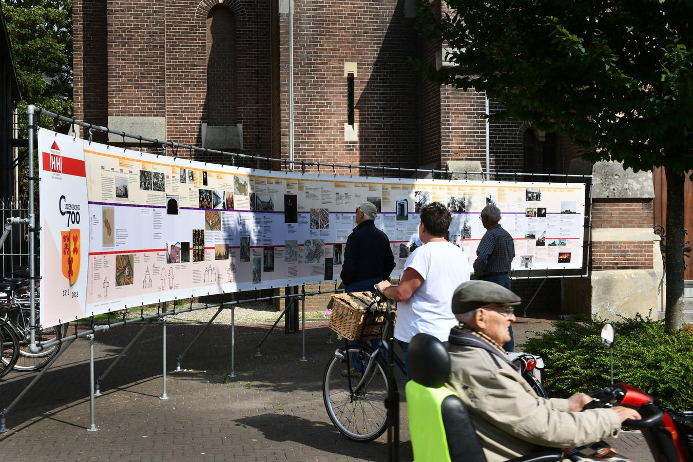 Een spandoek van 10 meter vol kerkhistorie is terug na eerdere diefstal.