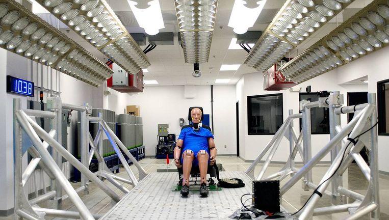 Een testruimte voor autostoelen bij Johnson Controls in Milwaukee. Beeld Nick King/ Wall street journal