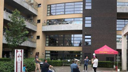 Serviceclub verrast bewoners woonzorgcentrum De Meander met optreden muzikanten Harmonie Ste-Cecilia