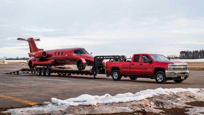 De truck en trailer zijn bij de koop inbegrepen.