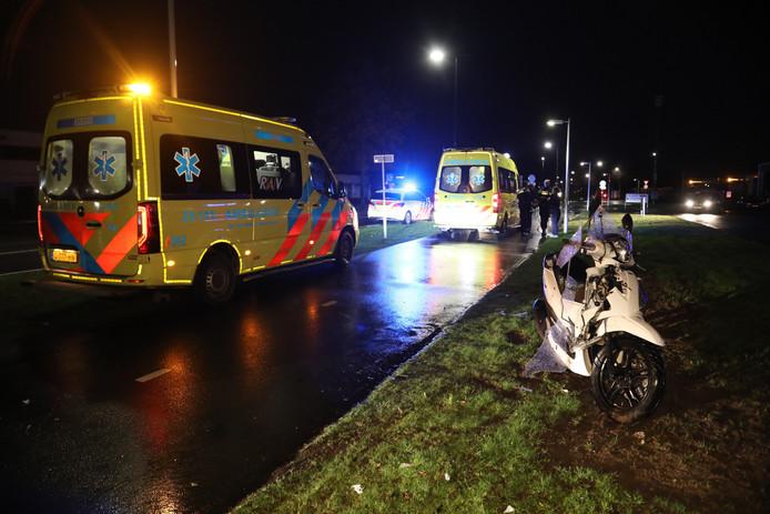Scooter komt in botsing met voetganger in Oss.