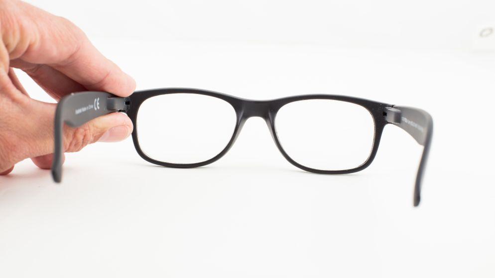 Is een spotgoedkope leesbril uit de supermarkt goed genoeg?