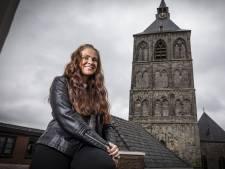 Oldenzaalse Lynn Peters (30): 'Ik kom mensen tegen die helemaal geen familie meer hebben'