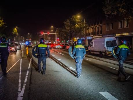 ME drijft weer relschoppers uit elkaar in Schilderswijk: 20 aanhoudingen