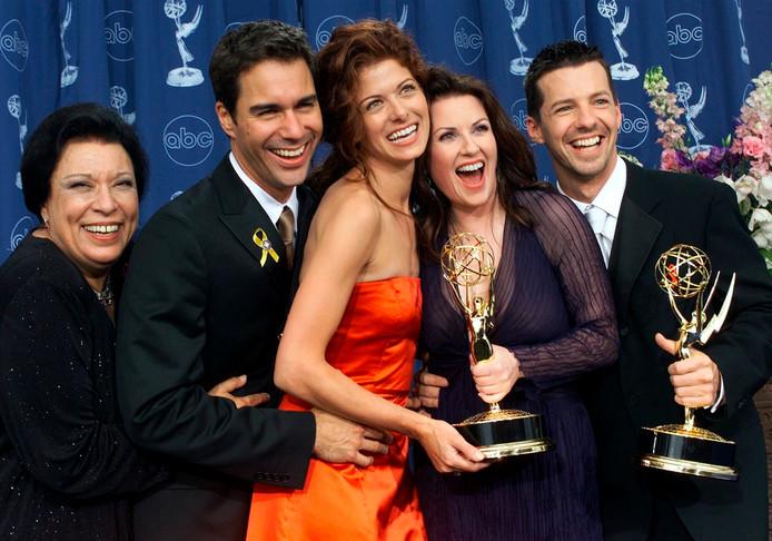 Van links naar rechts: Shelley Morrison, Eric McCormack, Debra Messing, Megan Mullally en Sean Hayes na het winnen van een Emmy voor Will & Grace.