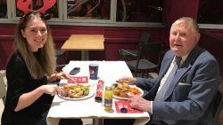 Ellie (22) brengt avond door met oudere man (86). Maar afspraakje kent onverwachte afloop