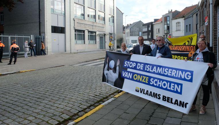 Vlaams Belang voerde actie aan de schoolpoort van het Sint-Norbertusinstituut