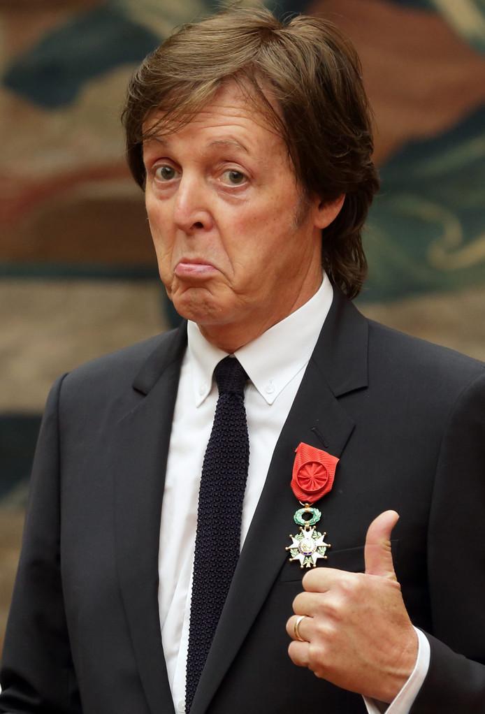 Ex-Beatle Paul McCartney bij het in ontvangst nemen van het Legioen van Eer in 2012