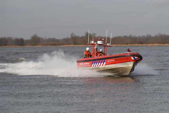 Brandweerboot op de Amer. Foto: Casper van Aggelen / Pix4Profs