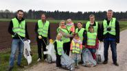 Vrijwilligers ruimen twee containers zwerfvuil
