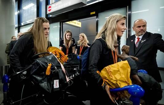Estavana Polman is blij verrast met het enthousiaste onthaal bij aankomst op Schiphol.