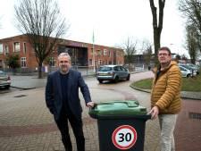 Bewoners Wehlse Wilhelminastraat willen drempels: 'Of moet eerst een kind onder een vrachtwagen komen?'