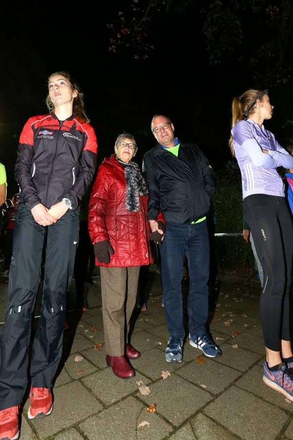 An Altena met haar zoon Peter voor de start van de Bergrace by Night. Foto: Tamara Reijers