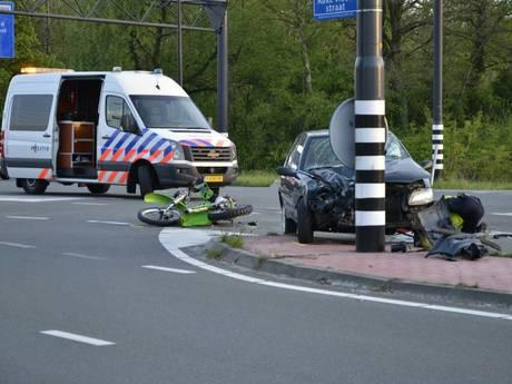 Ernstige aanrijding in Enschede: motorrijder naar ziekenhuis