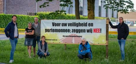 Bewoners zijn boos: worden hun tuinen in Epe straks een fietssnelweg?