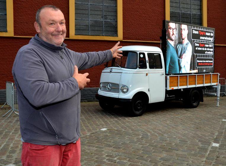 Filip Braeckevelt van café De Plaetse is blij met de komst van het grote scherm.