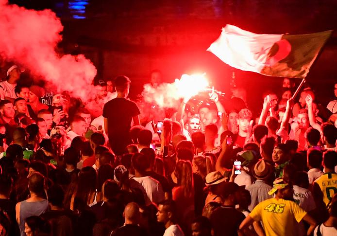 Marseille, ce dimanche. Des supporters de l'Algérie fêtant la victoire de leur équipe.