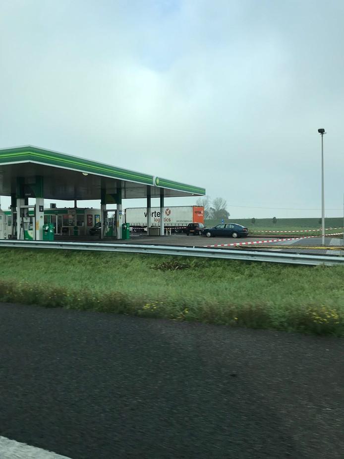 Het tankstation werd afgesloten omdat er een gevaarlijke situatie was ontstaan.