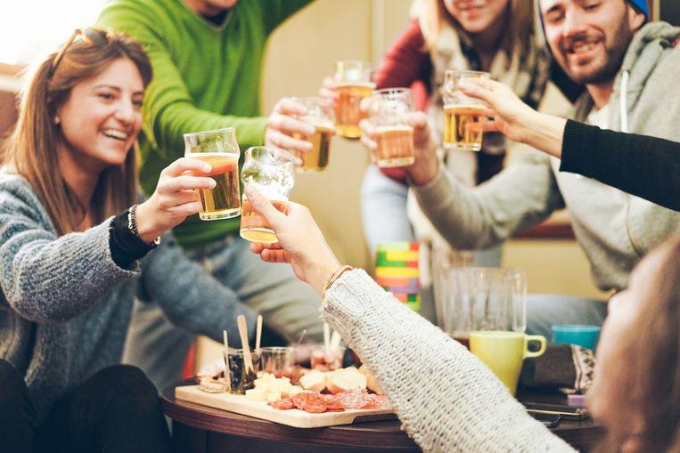 """Waarom lukt nu dan wel wat jarenlang niet lukte? AB InBev lanceerde in 2011 nog Jupiler Force, maar moest dat na een paar jaar weer afvoeren. """"De kwaliteit was toen gewoon minder"""", zegt Vanneste. """"En de jongere generatie is er zich gewoon beter van bewust dat bijvoorbeeld drinken en rijden niet samengaan"""", zegt Van de Perre. """"Een zestiger zal je misschien nog moeilijk doen overschakelen, een twintiger vindt zo'n 0,0-bier normaal."""""""