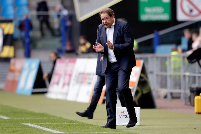Leonid Sloetski vuurt Vitesse aan tegen De Graafschap.