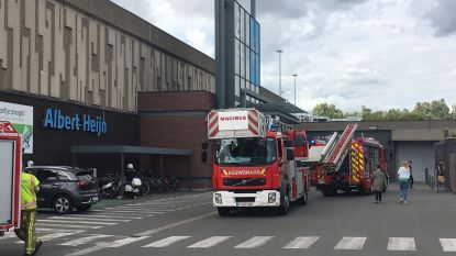 Warenhuis Albert Heijn in Ring Shopping ontruimd door rook