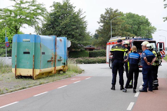 De container met drugsafval staat aan de Lange Oijen.