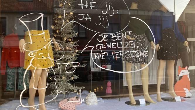 """Boodschappen op Einse etalages om lokale handelaars: """"We willen winkeliers moed geven en klanten lokaal doen kopen"""""""