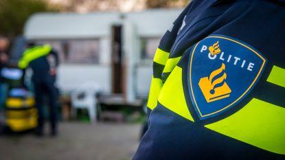 Brandende auto rijdt politiebureau Nederlandse Kerkrade in