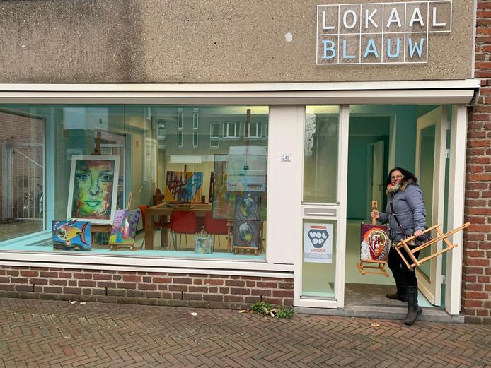Kunstenares Ingrid Piessens gaat workshops geven in Lokaal Blauw in het centrum in Waalwijk.