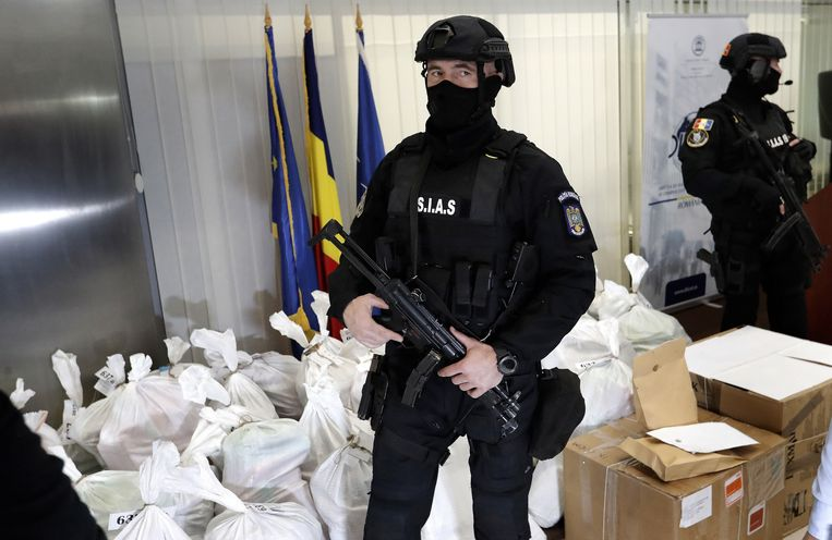Op 22 maart werden 36 zakken cocaïne uit een gekapseisde boot gehaald.