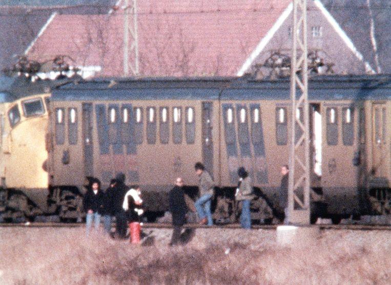 14 december 1975: Molukse kapers verlaten de trein bij Wijster Beeld ANP