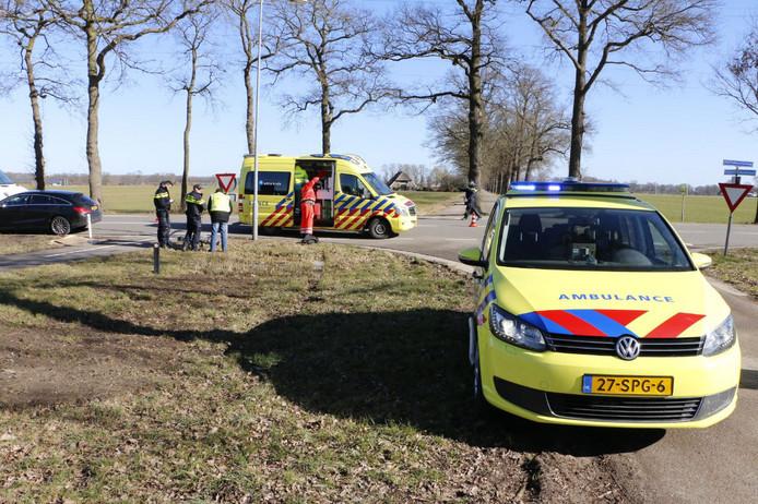 De fietser werd aangereden op de kruising van de Nettelhorsterweg met de Broekstraat.