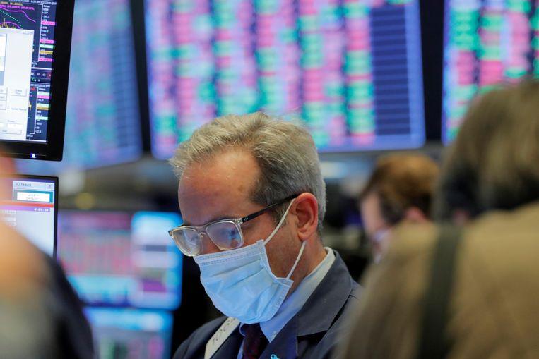 Handelaar op de beursvloer van Wall Street in New York. Beeld REUTERS