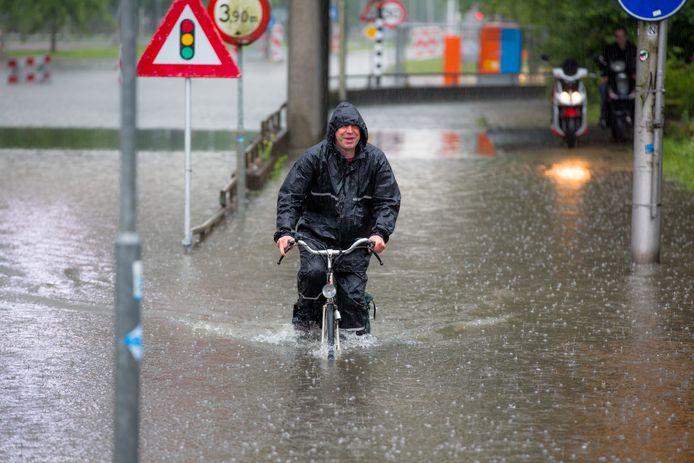 Wateroverlast in Arnhem, drie jaar geleden. Dit soort taferelen moet tot het verleden gaan behoren.