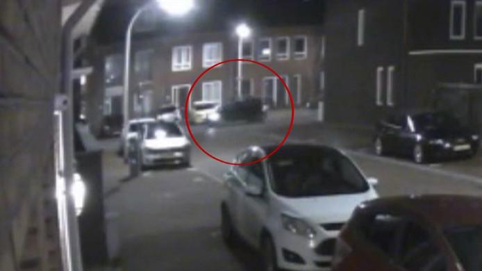 Mogelijk reden de verdachten in deze auto weg na overval Kamille-Erf in Pijnacker.
