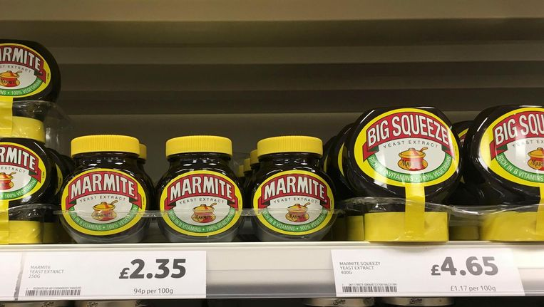 Potten marmite in een Tesco supermarkt nabij Manchester. Beeld reuters
