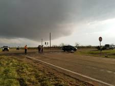Tornadojagers komen om op weg naar tornado