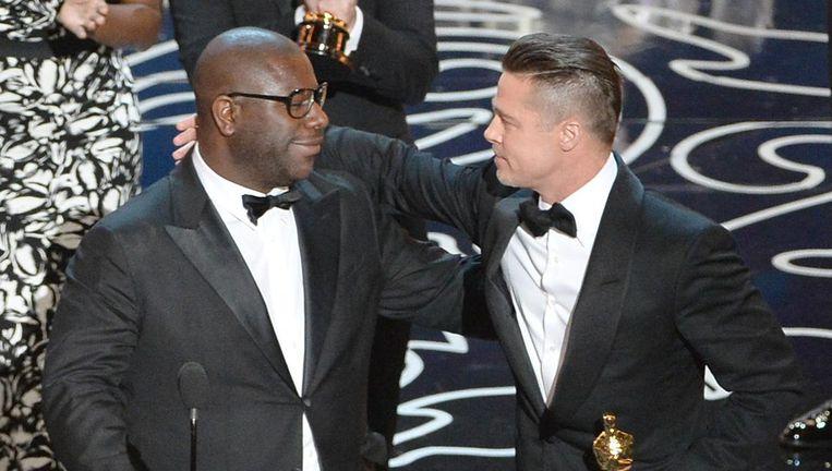 Regisseur Steve McQueen (L) en acteur/producent Brad Pitt ontvingen in 2014 de Oscar voor beste film voor 12 years a slave. Beeld afp