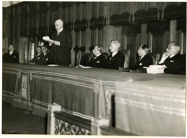 Herdenking in 1939 in het Vredespaleis van de eerste vredesconferentie in 1899 in Huis ten Bosch. Beeld ANP