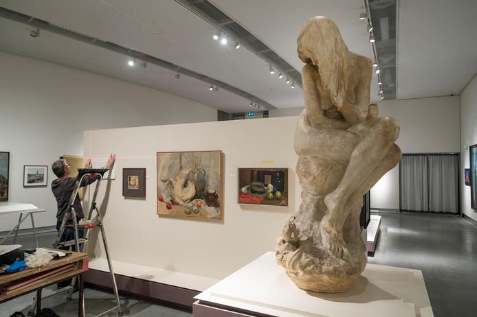 Op de begane grond wordt de laatste hand gelegd aan de tentoonstelling 'Van Kasteel tot station' over de historie van Breda.