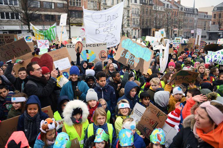 Klimaatactie Leuvense scholieren op het Ladeuzeplein in Leuven.