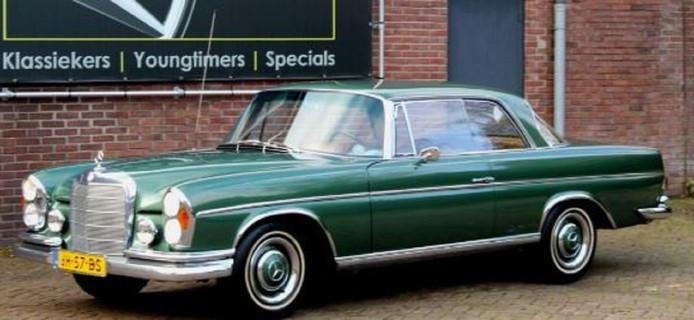 De derde gestolen oldtimer uit de loods in Bussum: een Mercedes-Benz 250 SE.