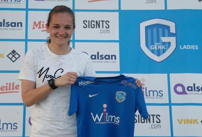 Emma Coolen, eerder dit jaar met het shirt van KRC Genk.