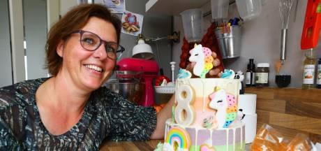 Sandra maakt kleurrijke bruidstaarten en cupcakes: 'Mensen huilen soms van geluk in m'n keuken'