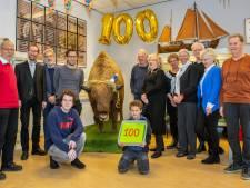 Taart en slingers voor Schaljapin, de 100-jarige bizon