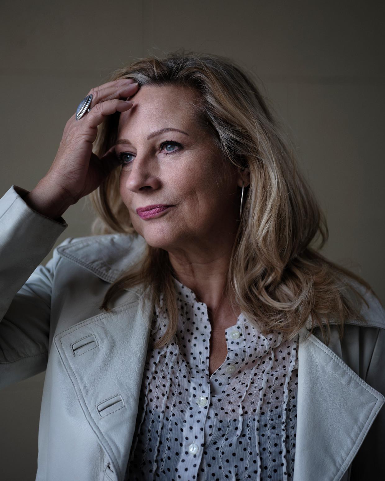 Carine Crutzen: 'Ik heb geprobeerd mijn herinneringen eerlijk en schaamteloos tegemoet te treden'.