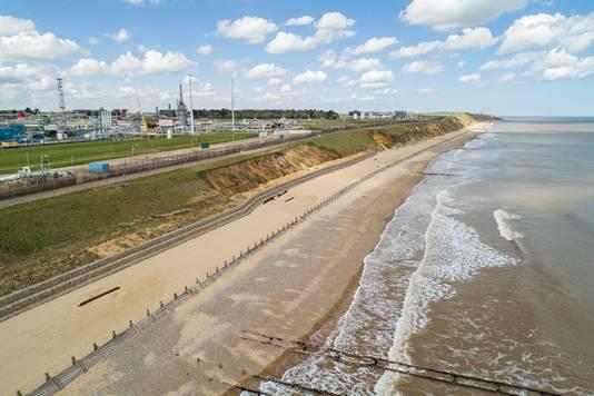 Ook de belangrijke gasterminal van Bacton ligt inmiddels gevaarlijk dicht bij zee.