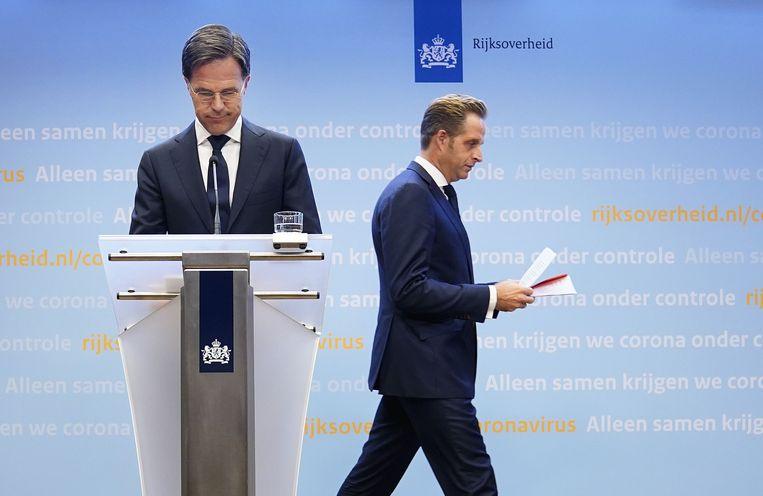 Premier Rutte en minister De Jonge tijdens de persconferentie vanavond.  Beeld ANP